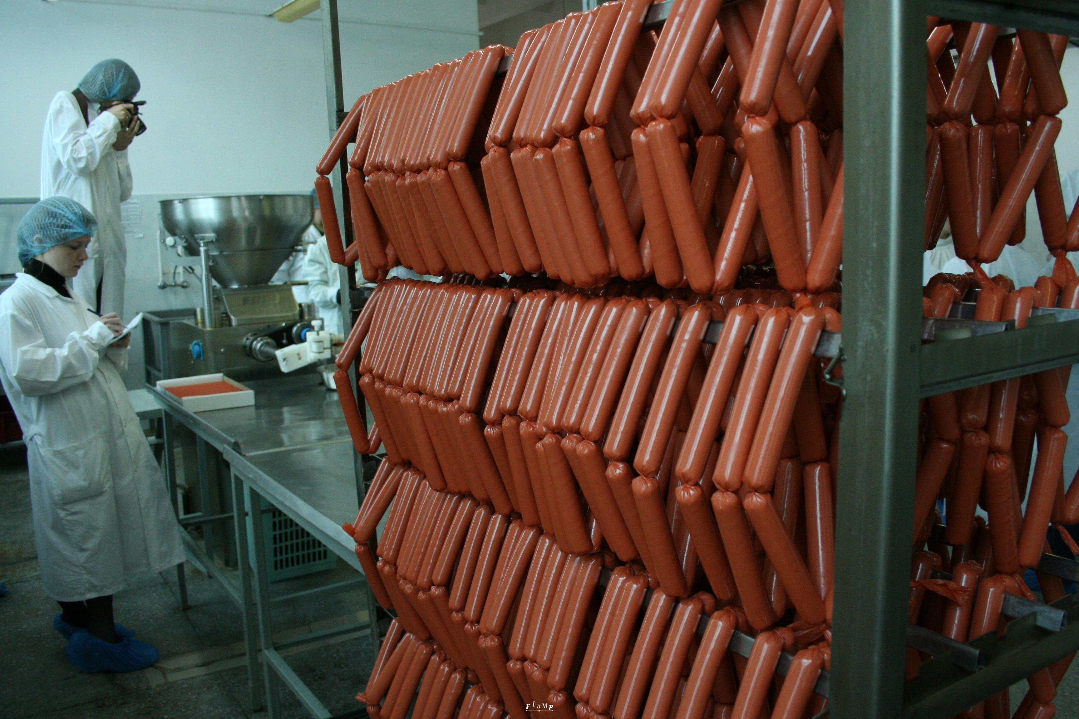 Сосиски для хот-догов в «Подорожнике» тоже собственного производства.