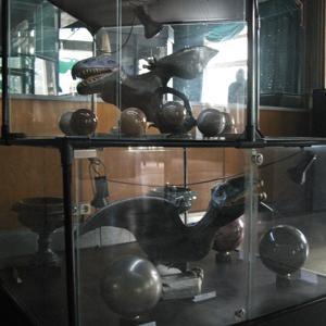 Ящеры в витрине с шарами (их яйцами?..) очень оживили экспозицию.