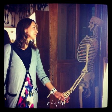 Это как раз не натуральный скелет, а пластиковый
