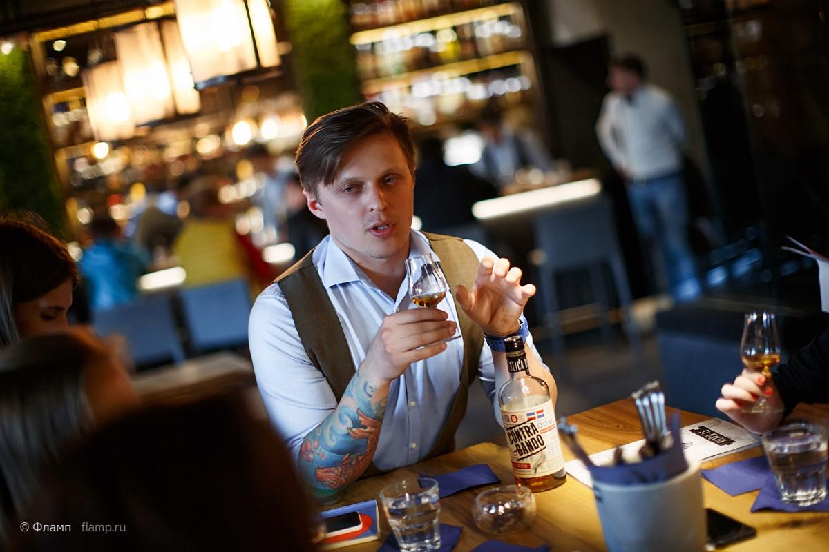 Константин — старший бармен