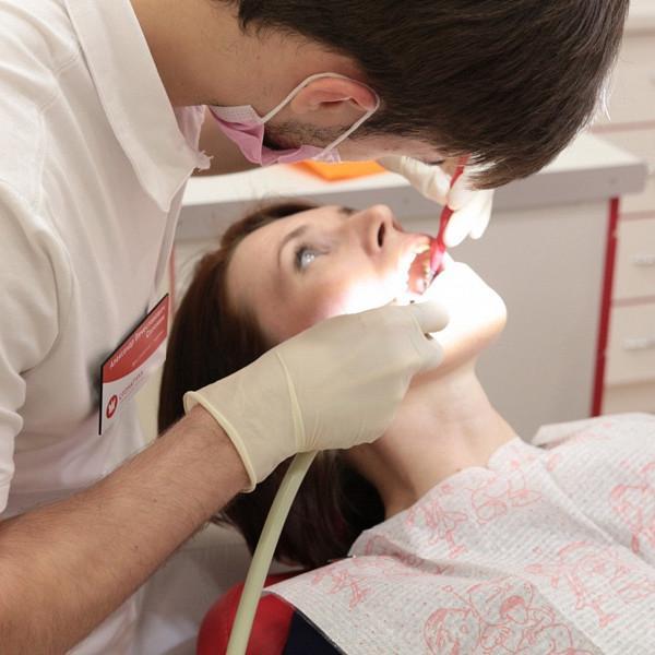 Первичный осмотр полости рта и бесплатная консультация