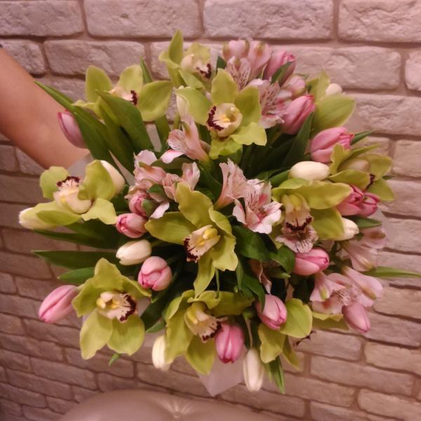 Вот такую прелесть доставили сотрудники компании Доставка цветов18.ру моей любимой маме!
