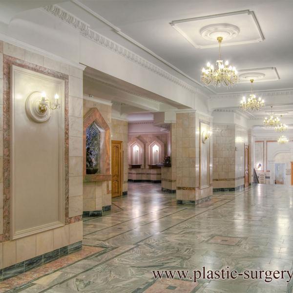 Центр косметологии и пластической хирургии. В холле клиники. 1 этаж
