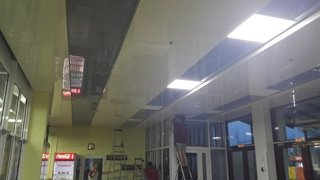 наш потолок в фитнес холе