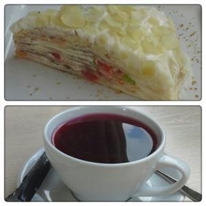 Блинный торт, очень вкусный и нежный, фруктовый чай мой любимый.
