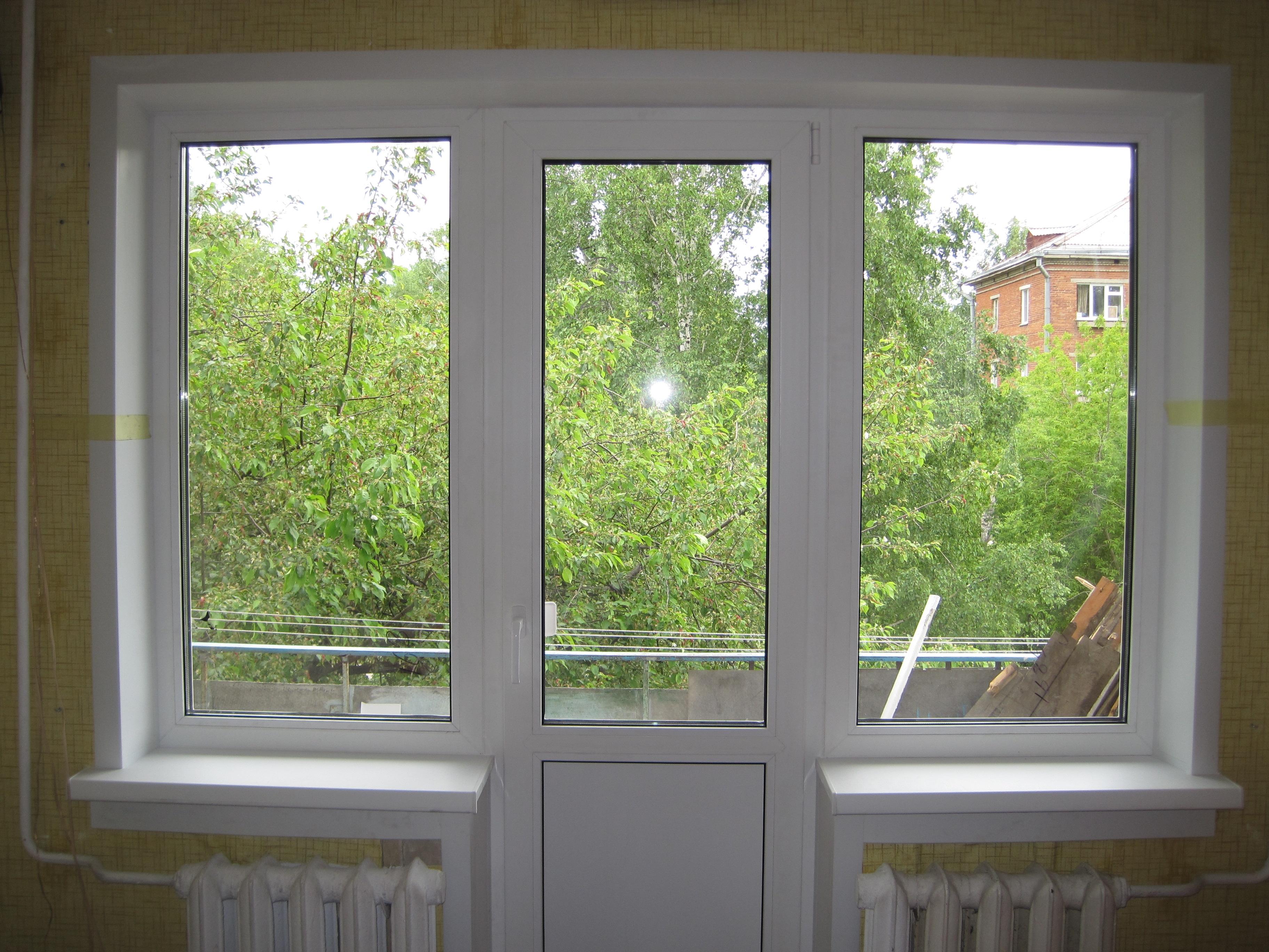 Мытье балконного блока с двумя глухими окнами. от 400.00 руб.