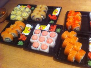Наша любимая доставка суши ))