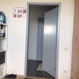 Двери выбирали самые простые, и Алексей посоветовал конкретную модель.