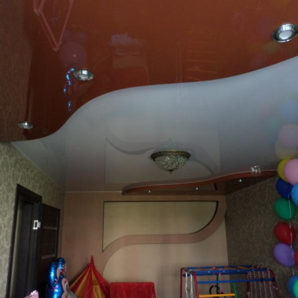 спайка двух полотен разных цветов в детской