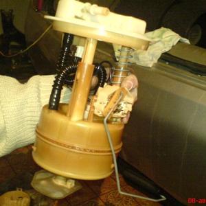 бензонасос в сборе с топливным фильтром. фото не мое, взято из интернета