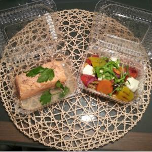 Филе лосося в рыбном бульоне с тимьяном из печи - 355р Печеные овощи с Моцареллой - 295р