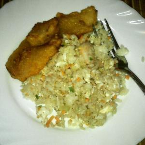 Полпорции риса и немного свинины в кисло-сладком соусе