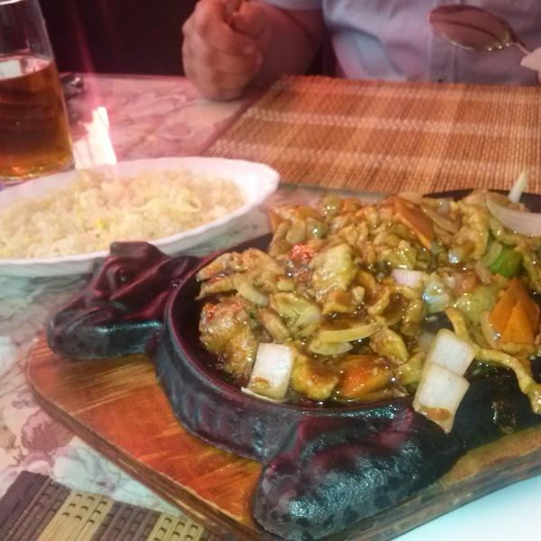 Рис с яйцом и свинина с овощами на сковороде!
