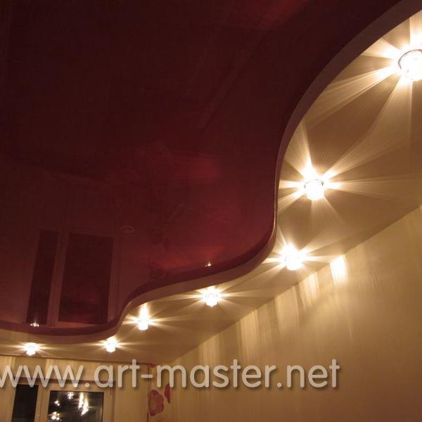 Двухуровневый натяжной потолок.