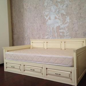 В доказательство моих слов: та самая кровать с тем самым матрасом. Симпатично получилось?