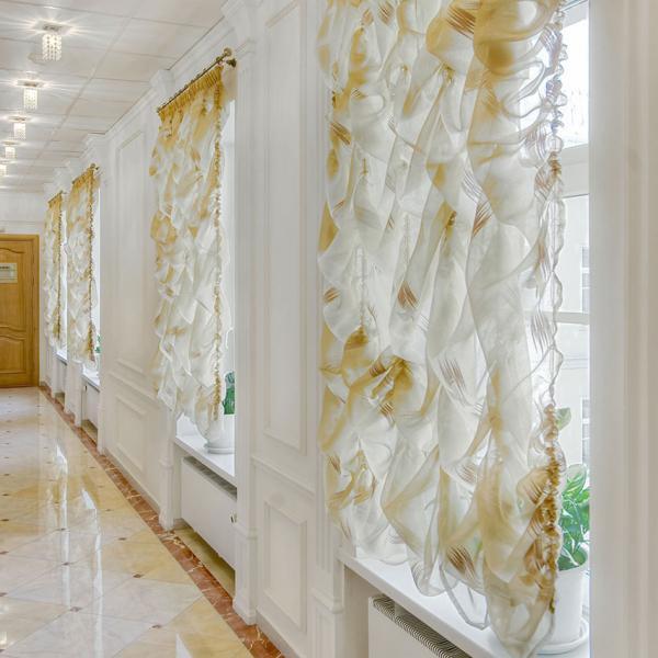 Центр косметологии и пластической хирургии. В холле клиники. 3 этаж