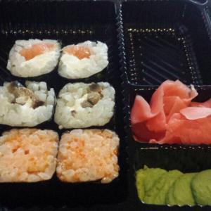 Суши, имбирь и васаби, всё на 5+, не вошел еще десерт и кофе, тоже всё очень отменное!