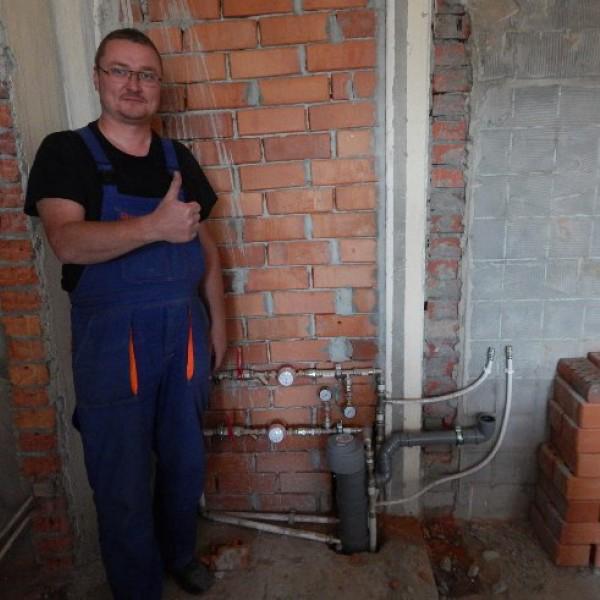 Степанов Сергей - слесарь-сантехник 4 разряда, стаж работы по специальности 16 лет