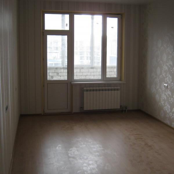 комната. ремонт делали во все двухкомнатной квартире.