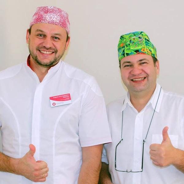 Имплантологи Андрей Моржуев (Стоматика) и Иван Колесников (Biodent-tur, Прага) ведут прием