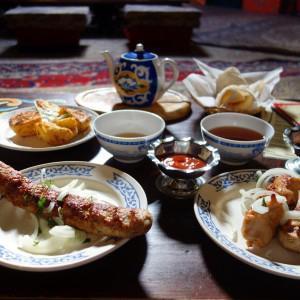 Вкусный обед в Юрте :)