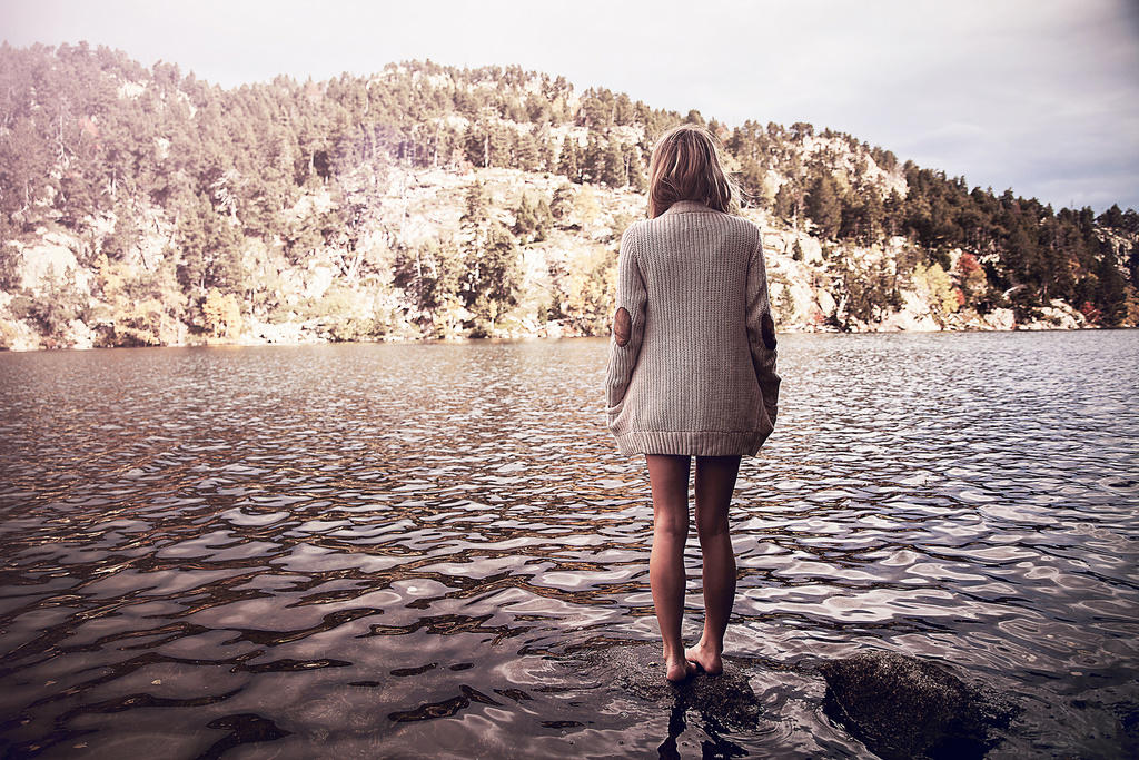 Картинки по запросу девушка озеро