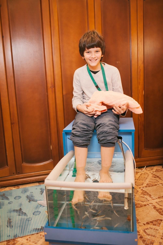 Самый юный гость экскурсии и рыбки Гара-Руфа