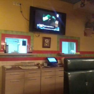 """Прекрасное решение -два больших телевизора. Как бы не """"уселся"""" экран прекрасно видно."""
