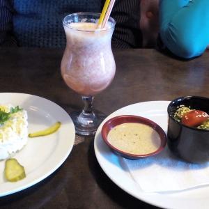 Салат с куриной грудкой, Коктейль berry berry , салат Чукка