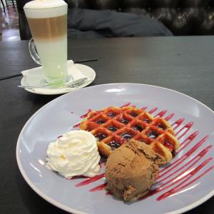 Брюссельские вафли и латте