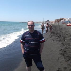 На канарах песок преимущественно черного цвета, белый только привозной возле крупных куррортных зон