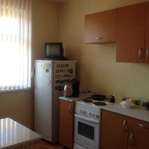 В кухне есть гарнитур+холодильник+плита