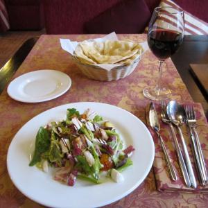 Салат с индейкой в медовом-горчичном соусе с молодым картофелем