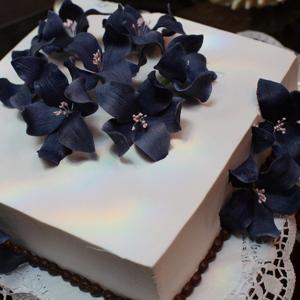 Красивый торт - цветы на помойку. (всего за 1800 за кг)