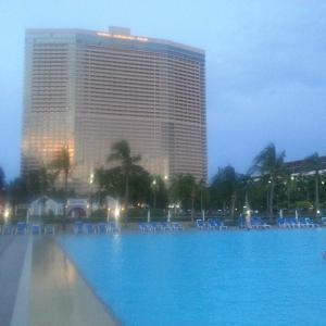 это сам отель, и небольшая часть его территории!=)))