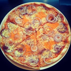 пицца нашего приготовления :)