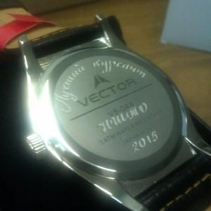 Извиняюсь за качество. На фотографии памятная гравировка, и модель часов приобретенных здесь.