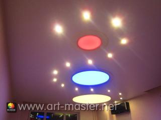Светящийся натяжной потолок.