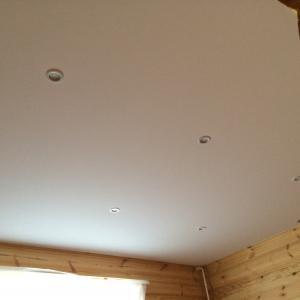 Тканевый натяжной потолок в коттедже