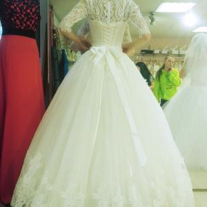 Одно из прекрасных платьев.