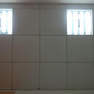 Разве такой потолок хочет видеть клиент после  приятной процедуры?