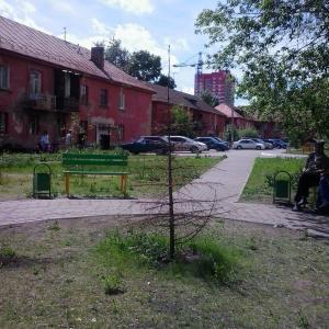 вот та самая елочка, так местных деток на новый год порадовали зеленые кварталы...