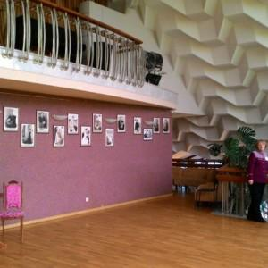 второй этаж театра, уютный холл