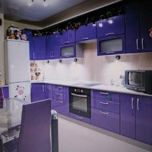 Цвет фиолетовый!!!(фотоаппарат глючит) но если б и в этом цвете то тоже выглядит замечательно!