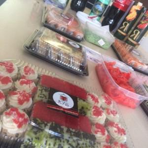 Уже не первый раз заказываем суши и роллы:) Заказываем домой и на работу!)) Очень вкусные!