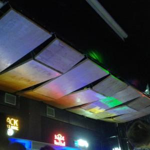 Потолок барной стойки.