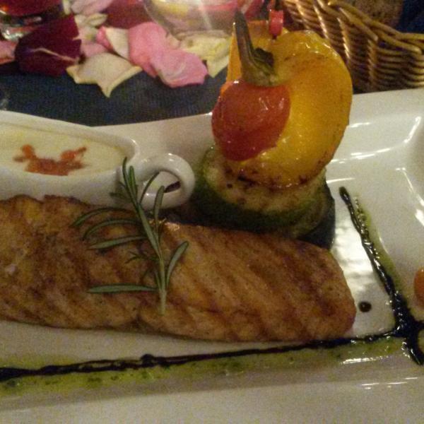 Стейк из семги с овощами-гриль