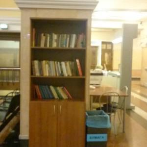 Бесплатный шкаф с книгами