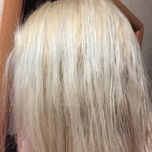 вот такое состояние и цвет волос у меня после окрашивания в этом адском салоне.