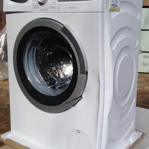 """Такую стиральную машину продали в """"М.Видео"""" в абсолютно целой упаковке."""